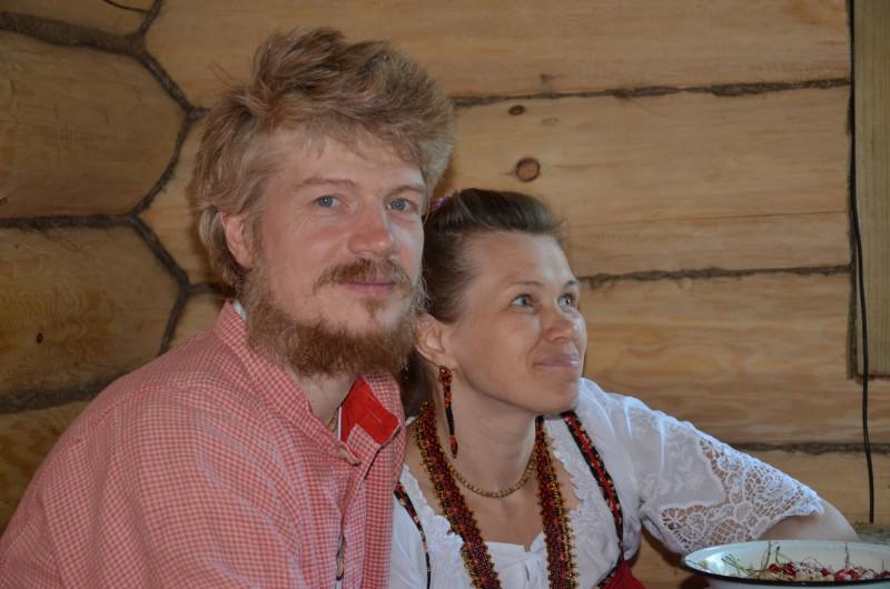 Володар Иванов с женой Мариной Олеговной, родители семерых детей, 2018